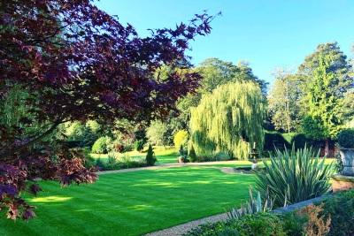 bawtry-hall-wedding-venue-gardens-summer-2019